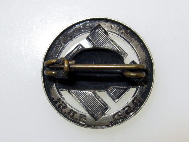 Stahlhelm Badge