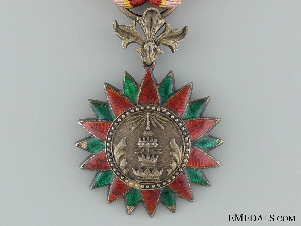 The Noble Order of the Thai Crown; Knight