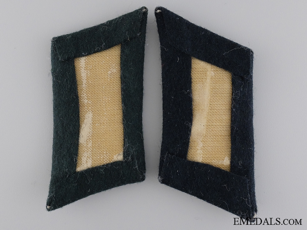 A Set of Army Signals Collar Tabs