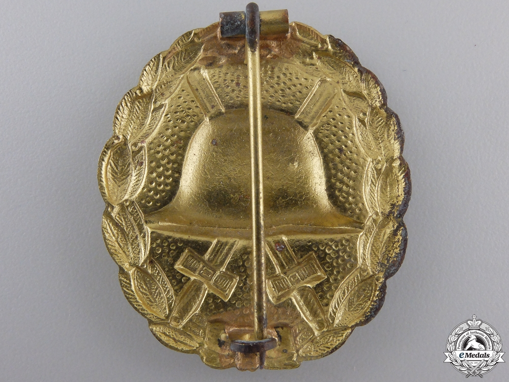 A First War German Imperial Wound Badge; Gold Grade
