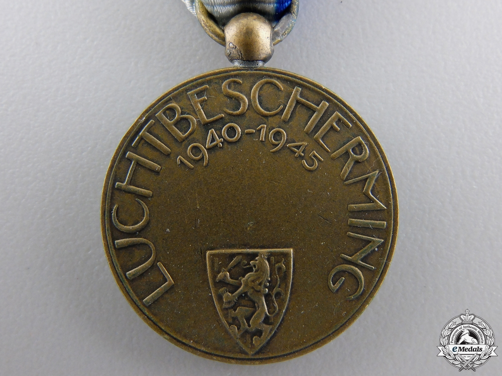 A Dutch Air Defence Service Commemorative Medal 1940-1945