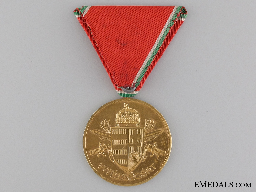 A Rare Hungarian WWII Gold Bravery Medal7500