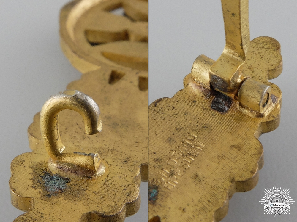 A Gold Grade Clasp for Bomber Pilots by  G.H. Osang of Dresden