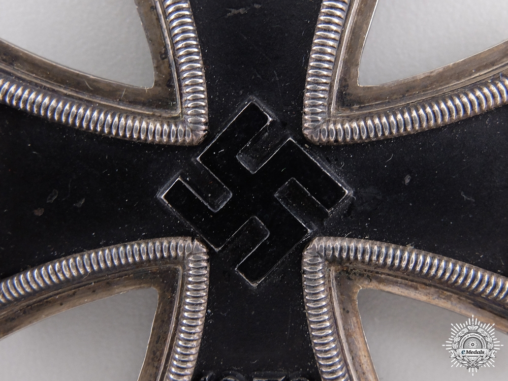 A Knights Cross of the Iron Cross 1939 by Steinhauer & Luck; Micro 800