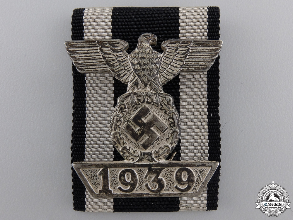 A Clasp to Iron Cross 2nd Class 1939 in LDO Case