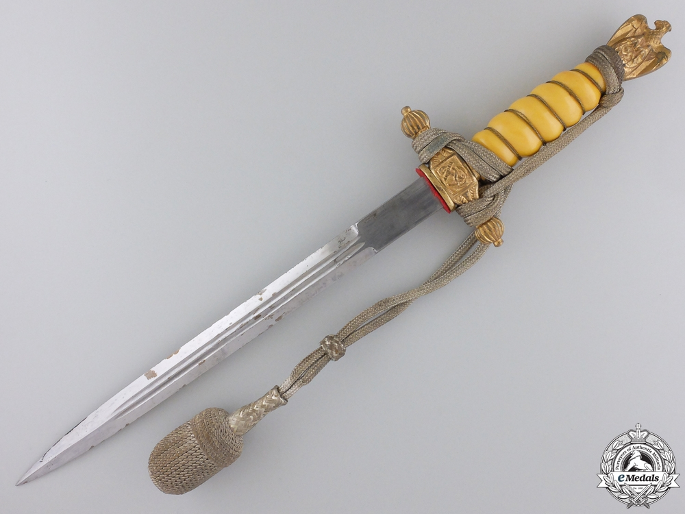 A Kriegsmarine Officer's Dagger by P.D. Luneschloss, Solingen