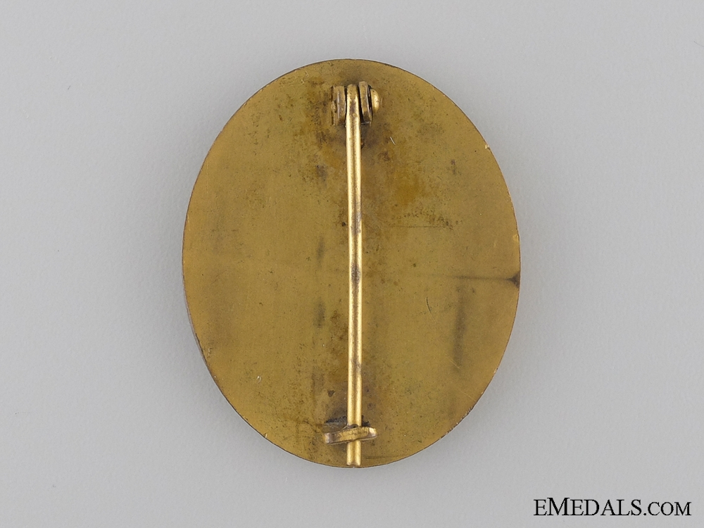 An Early Gold Grade Wound Badge in Case of Issue