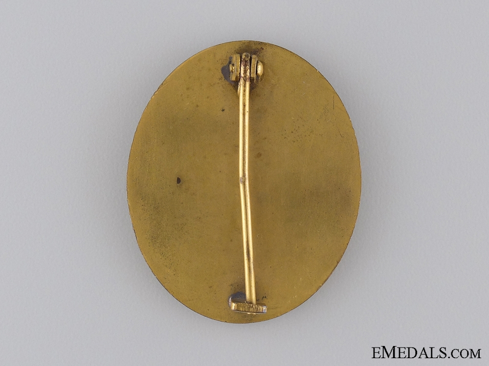 An Early Gold Grade Wound Badge with Case of Issue