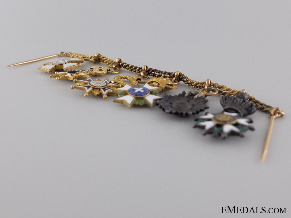 An Early & Attractive Diplomatic Miniature Chain in Gold