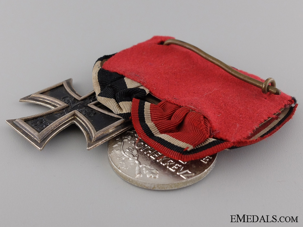 A WWI Imperial German Pair of Medals; Marked E.W.