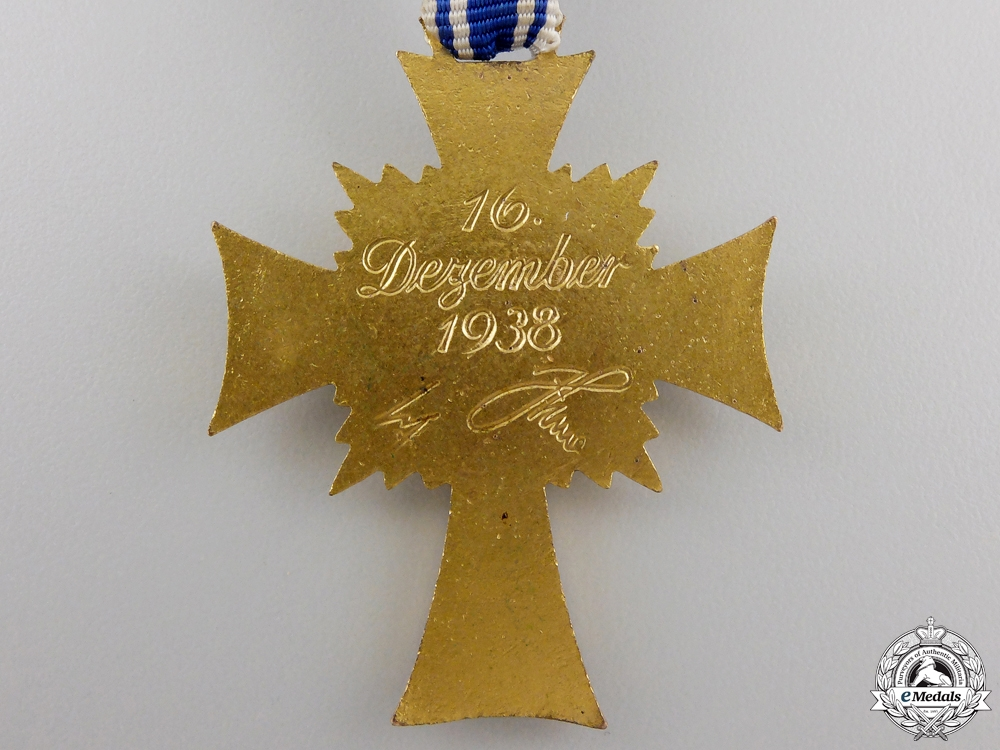 A Gold Grade German Mother's Cross with Case by Werner Redo