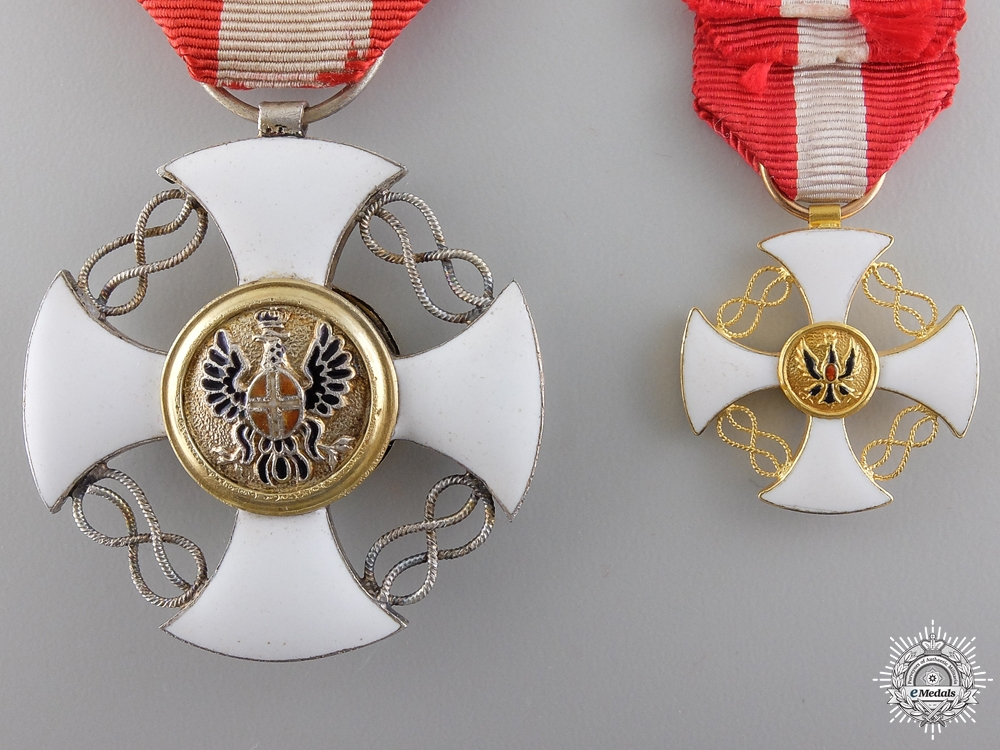 An Italian Order of the Crown in Gold; Victor Emanuele III