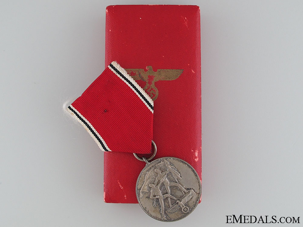 Medal to Commemorate 13 March 1938, Boxed