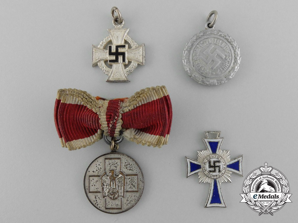 A lot of four miniature second war german awards and for Awards and decoration