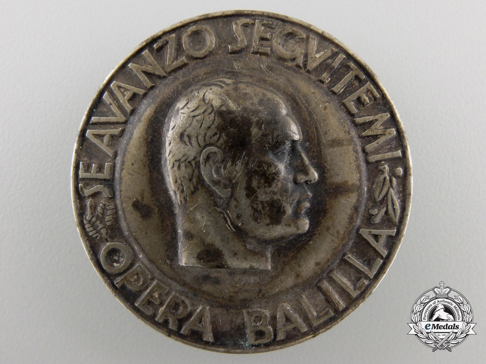 eMedals-A Second War Italian Fascist Badge