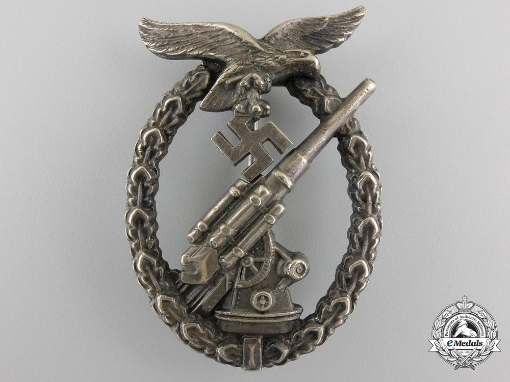 eMedals-An Early War Period Luftwaffe Flak Badge