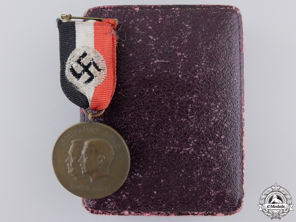 eMedals-A 1933 AH and Hindenburg Unity Medal with Case
