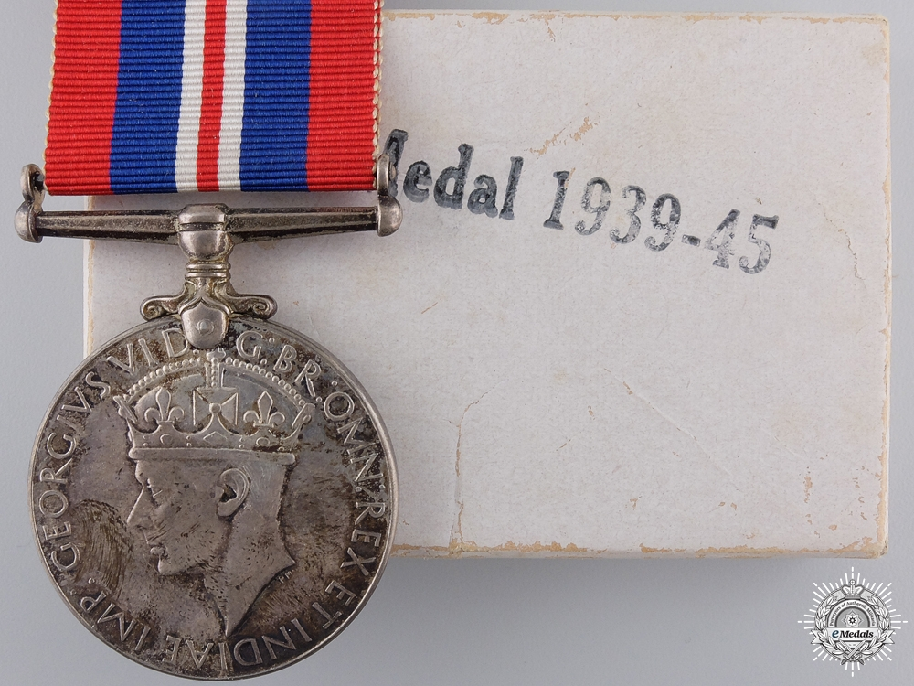 eMedals-A 1939-1945 Canadian Issued War Medal with Box