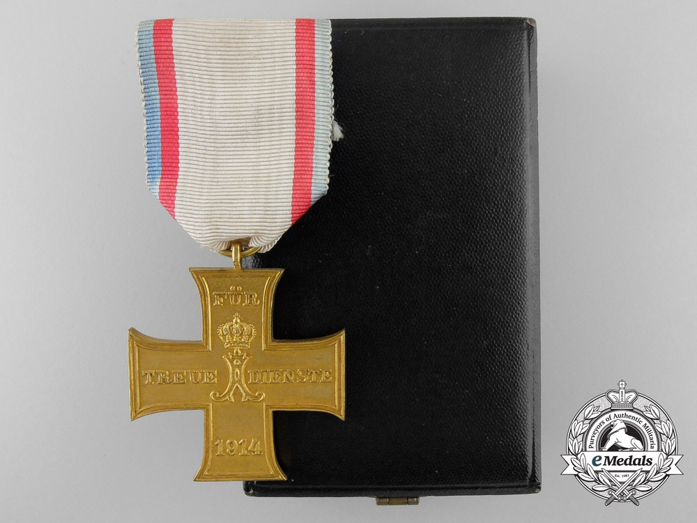eMedals-A 1914 Lippe-Schaumburg Loyal Service Cross with Case; Non Combatant Version