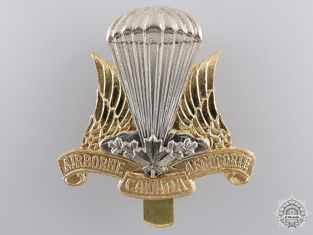eMedals-A Canadian Airborne Regiment Cap Badge