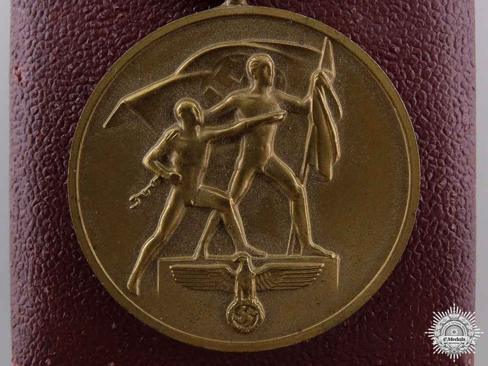 eMedals-A Commemorative Medal October 1st 1938 with Prague Bar & Case