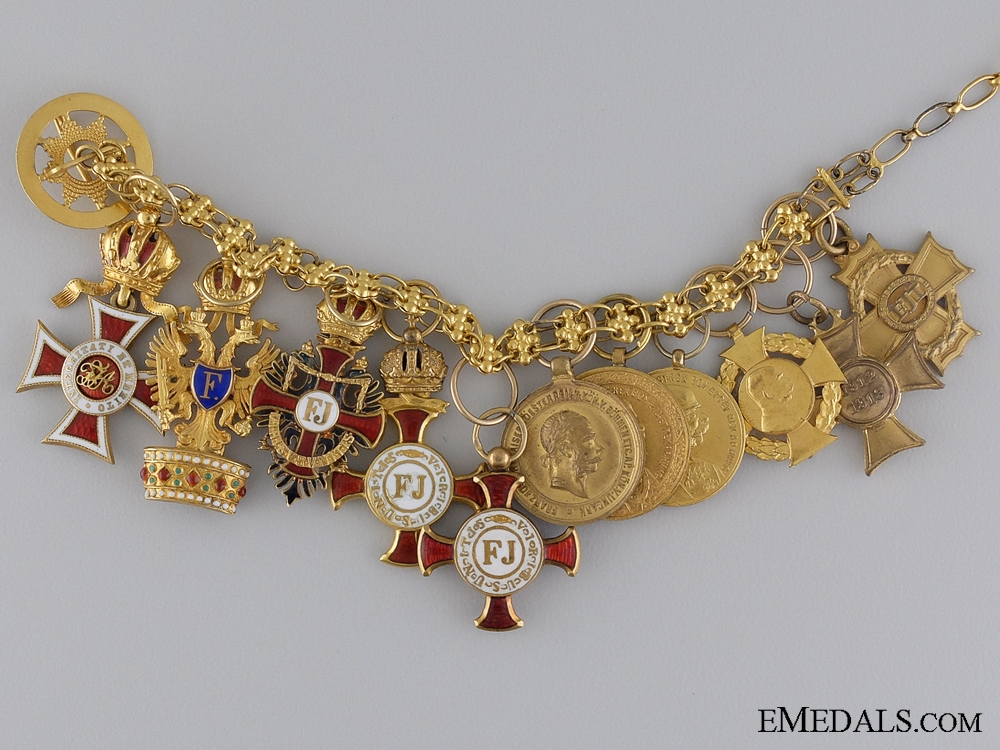 eMedals-A Fine Set of 11 Miniatures on a Gold Chain 1900-1910