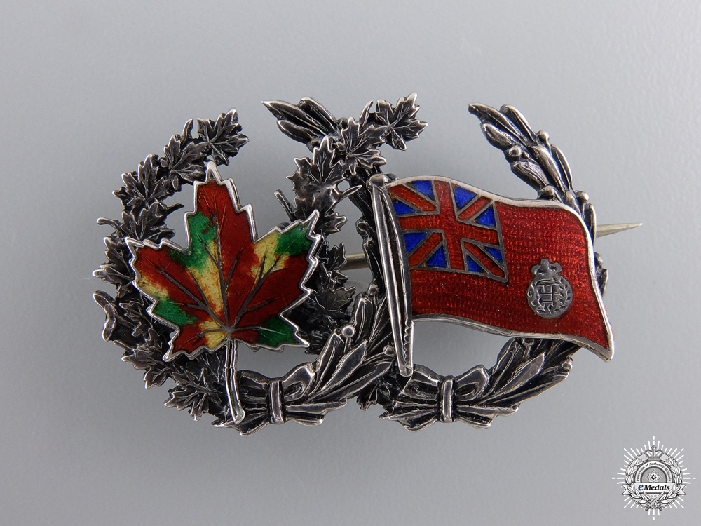 eMedals-A First War Maple Leaf and Flag Sweetheart Badge