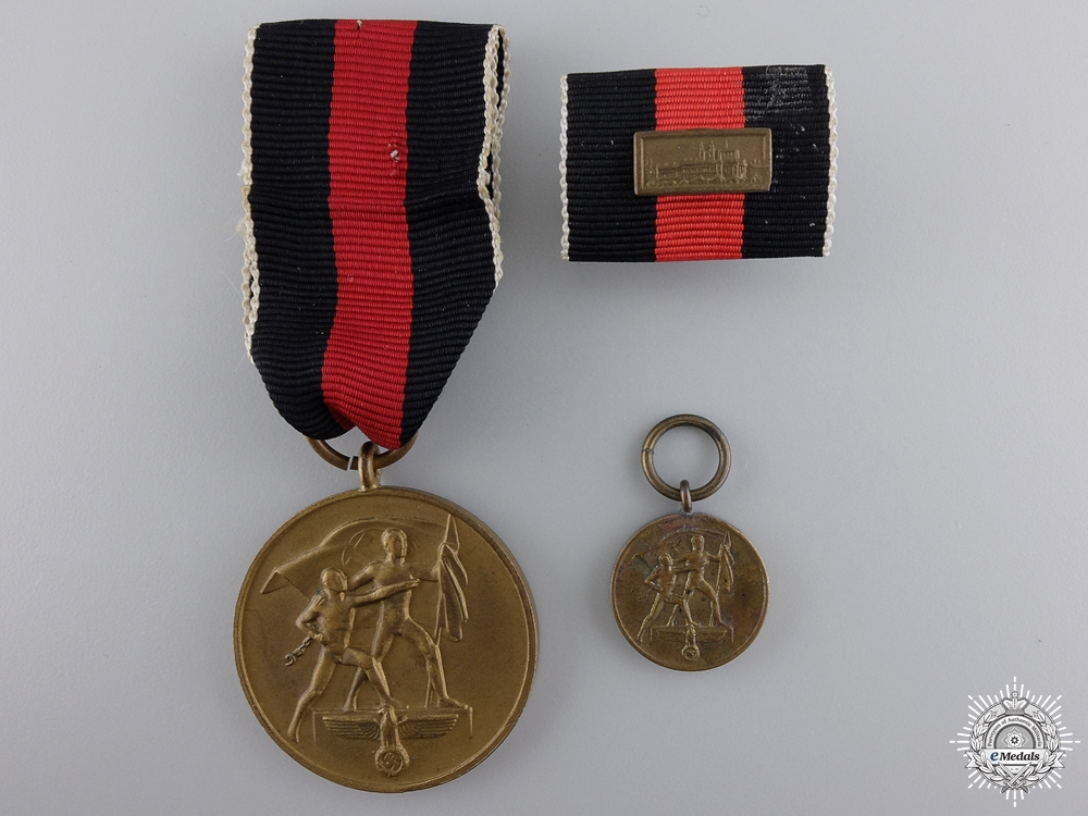 eMedals-A German Oktober 1938 Medal with Ribbon Bar and Miniature