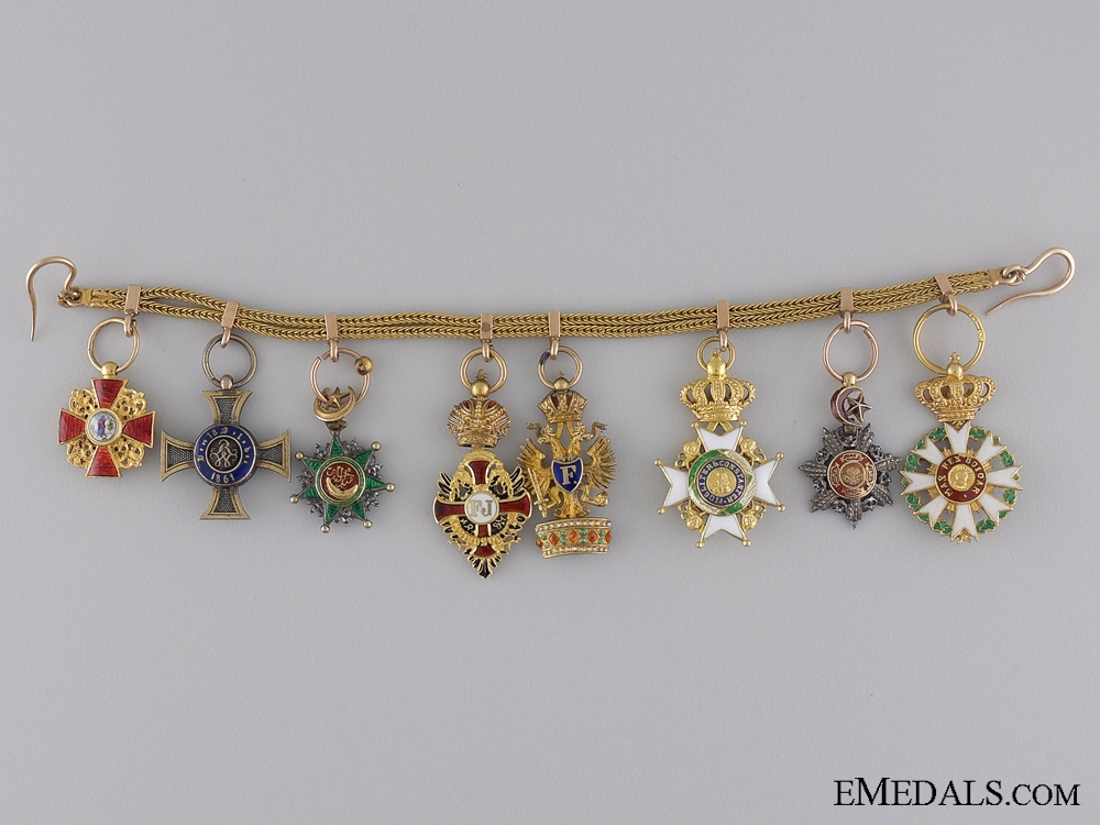 eMedals-A Late 19th Century Diplomatic Miniature Set in Gold