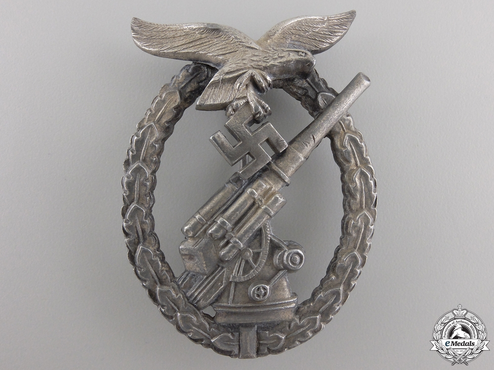 eMedals-A Late War Luftwaffe Flak Badge
