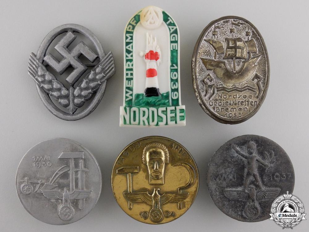 eMedals-A Lot of Six Second War German Tinnies & Badges