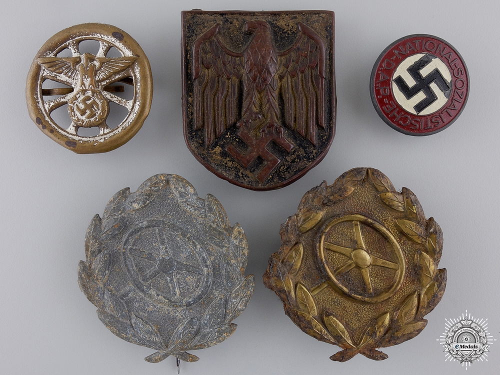 eMedals-A Lot of Third Reich Period Badges/Insignia