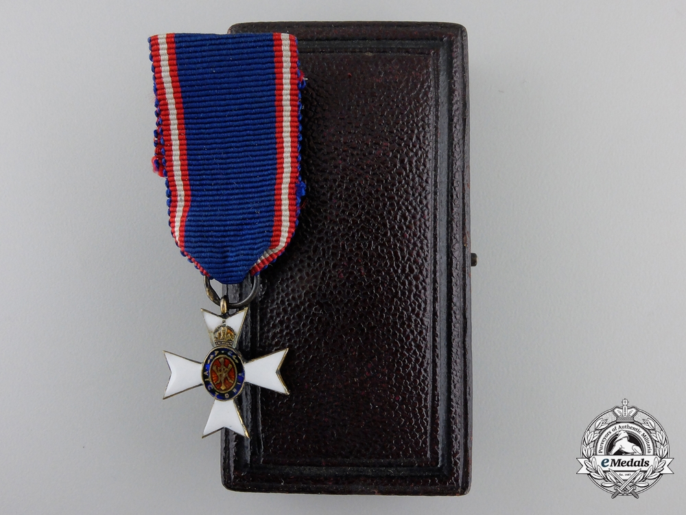 eMedals-A Miniature Royal Victorian Order with Collingwood & Co. Case