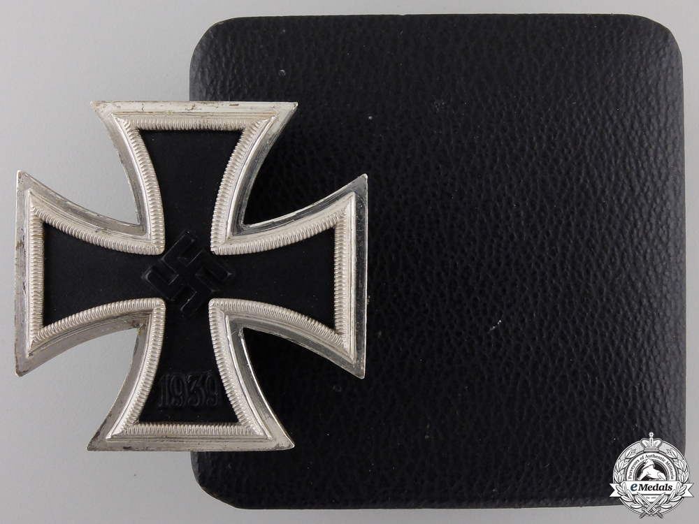 eMedals-A Mint Iron Cross First Class 1939 with Case