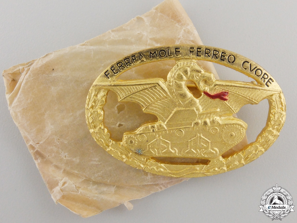 eMedals-A Mint Second War Italian Commnader's Tank Badge with Packet