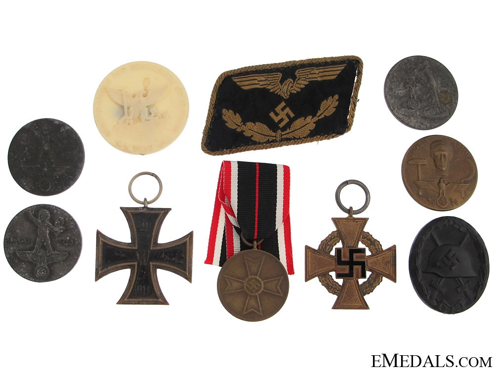 eMedals-A Mixed Lot of German Tinnies and Badges