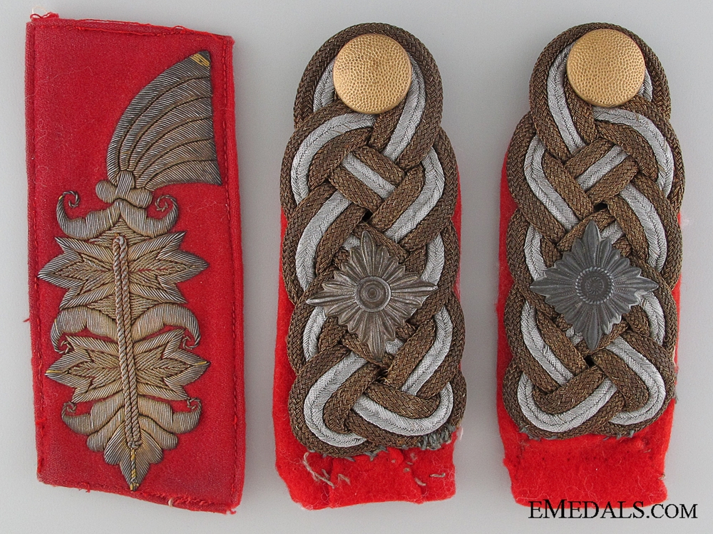eMedals-A Pair of Generalleutnant's Shoulder Boards with a Single Collar Tab