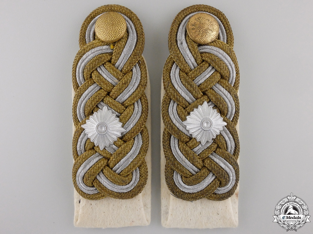 eMedals-A Pair of Luftwaffe Shoulder Boards for Generalleutnant
