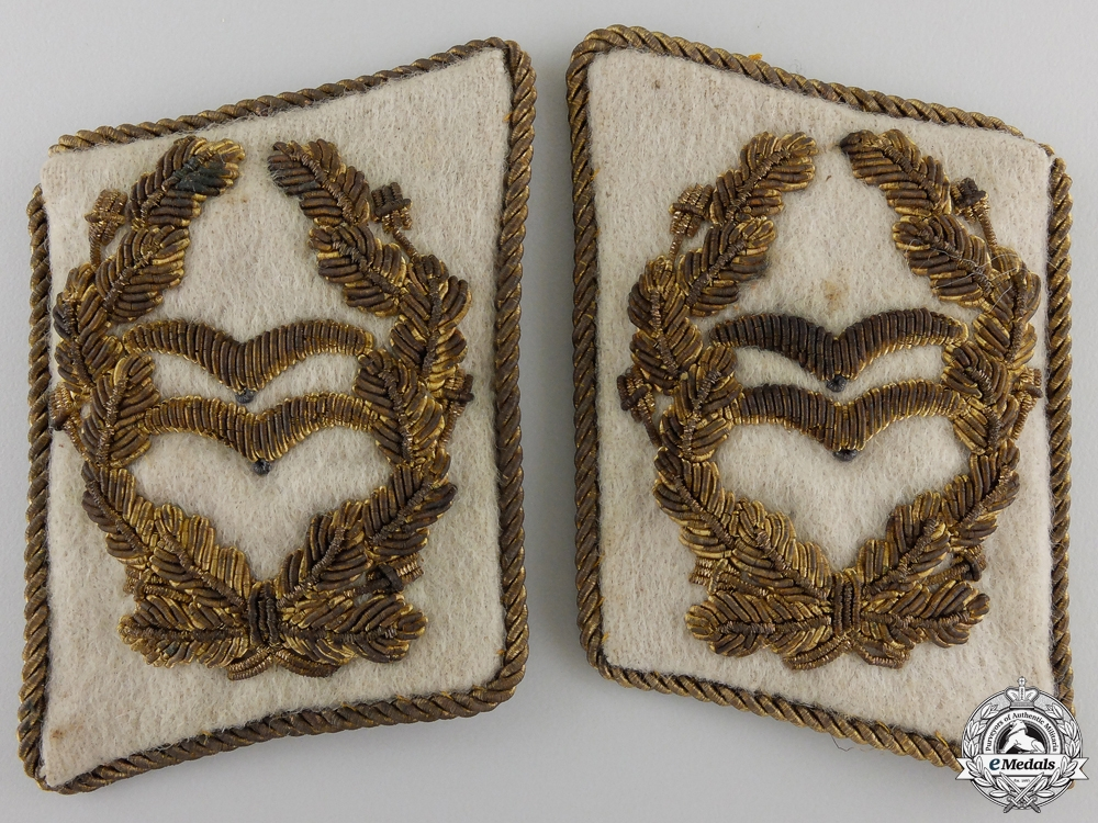 eMedals-A Pair of Luftwaffe Collar Tabs for Generalleutnant