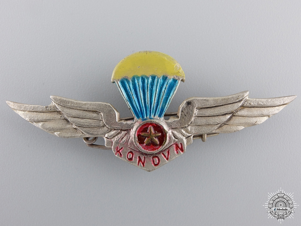 eMedals-A Rare North Vietnamese Paratrooper Wing
