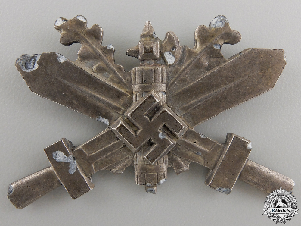 eMedals-A Recovered Badge of Italians Trained in Germany