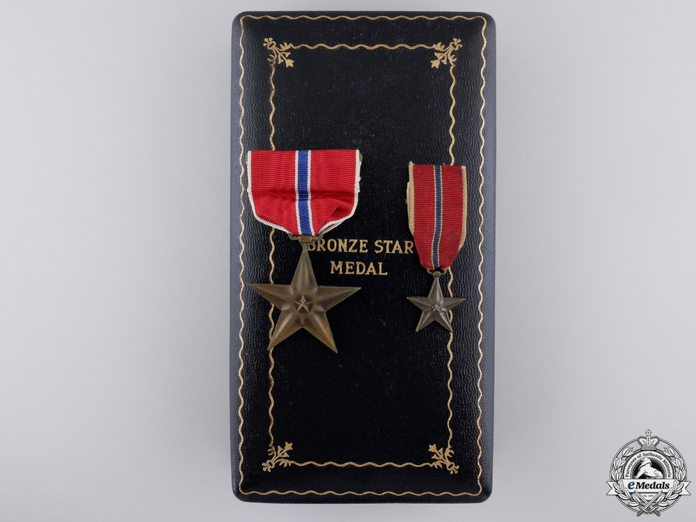 eMedals-A Second War Bronze Star with Miniature & Case