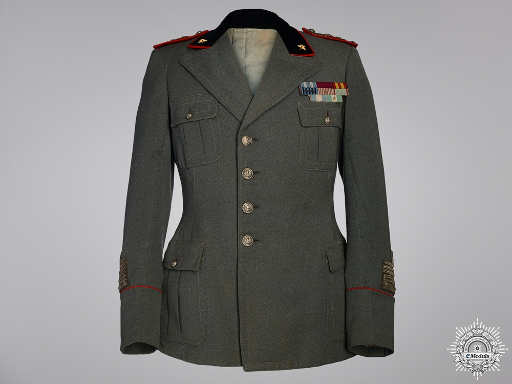 eMedals-A Second War Italian Army Generals Tunic