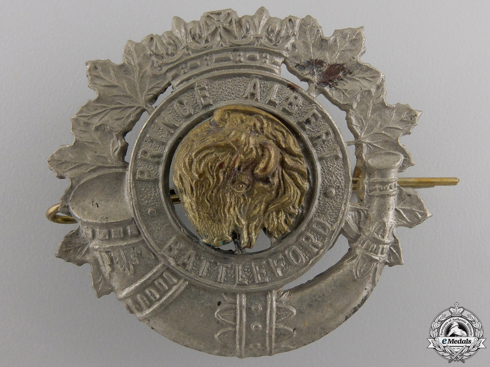 eMedals-A Second War Prince Albert and Battleford Volunteers Cap Badge