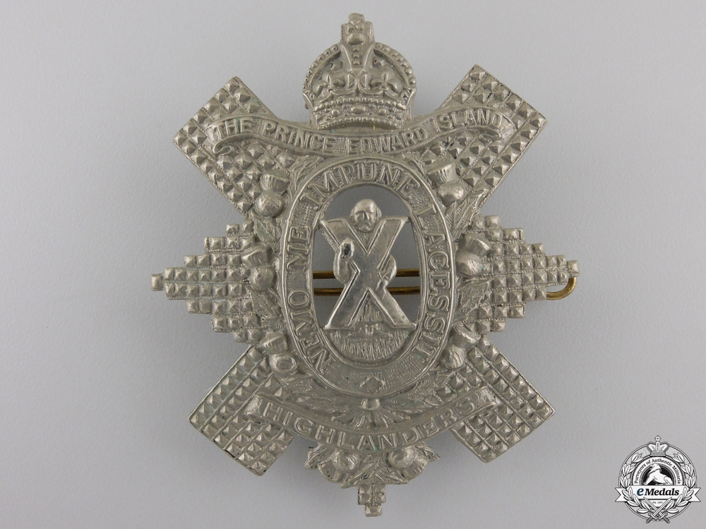 eMedals-A Second War Prince Edward Island Highlanders Cap Badge