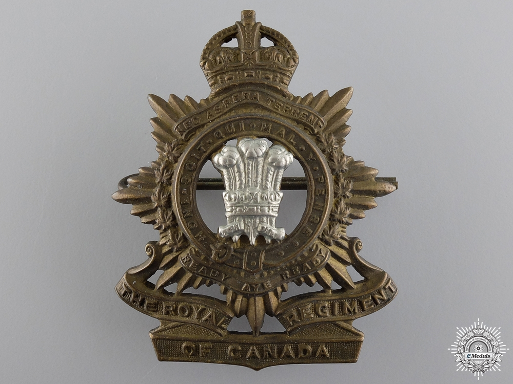 eMedals-A WWII Royal Regiment of Canada Cap Badge
