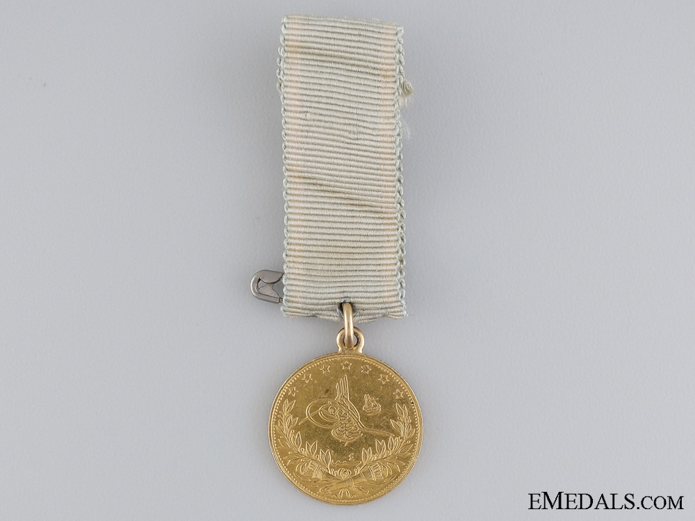 eMedals-An 1862 Turkish Medal of Sishaneli Tufek in Gold
