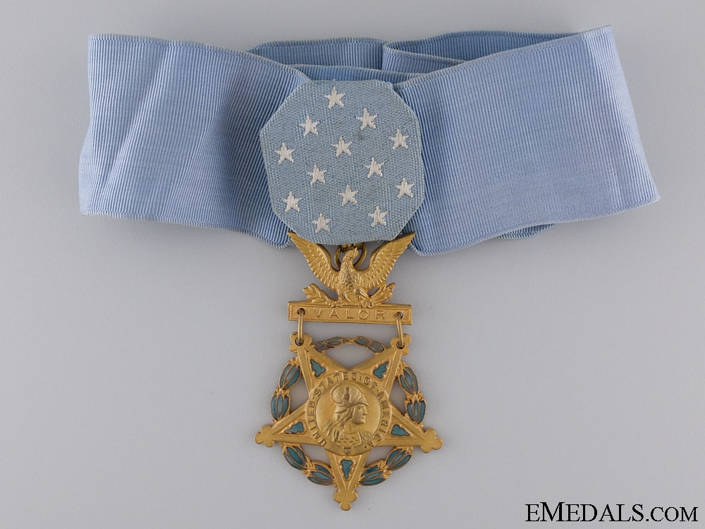 eMedals-An American WWII Army Medal of Honor; Type V (1944-1964)