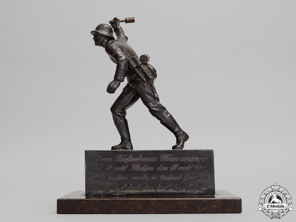 eMedals-An Army (Heer) German Infantry Soldier Statue