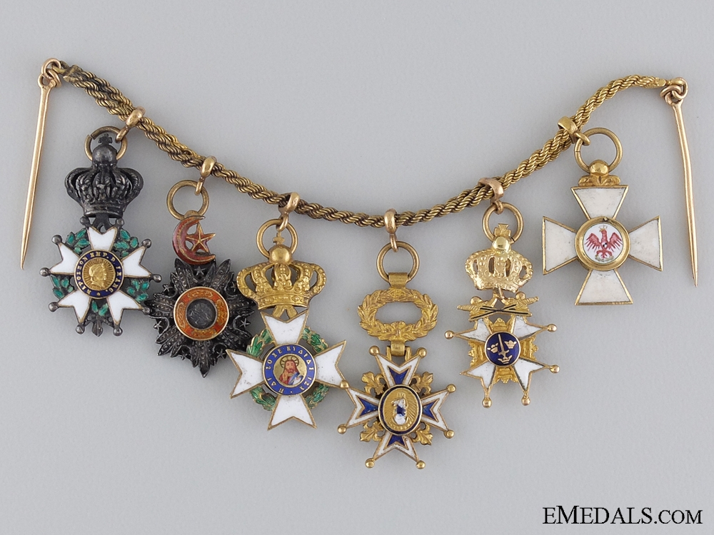 eMedals-An Early & Attractive Diplomatic Miniature Chain in Gold